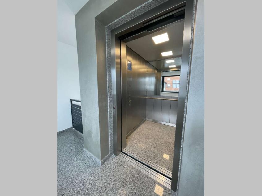 grosser Aufzug